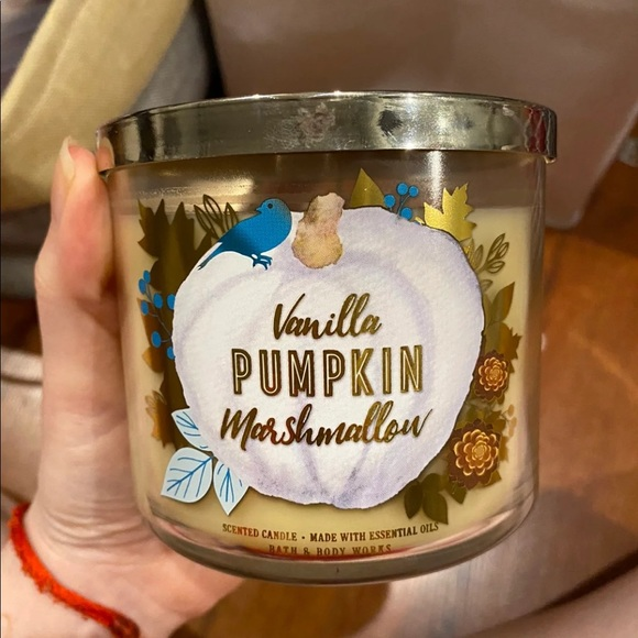 Bath and body works candle in vanilla pumpkin